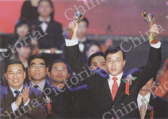 Deng Zhonghan wins the 2005 China Top Ten Science and Technology Persons Award. CFP