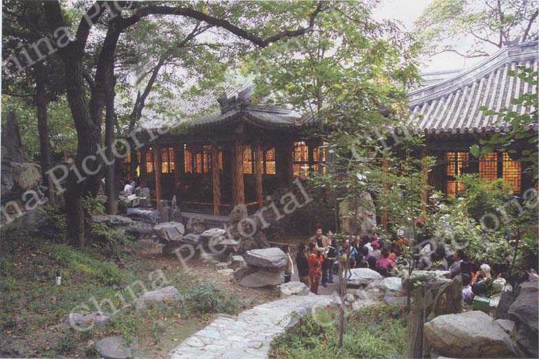 Visitors can still taste the glory of wangfu of its old days.