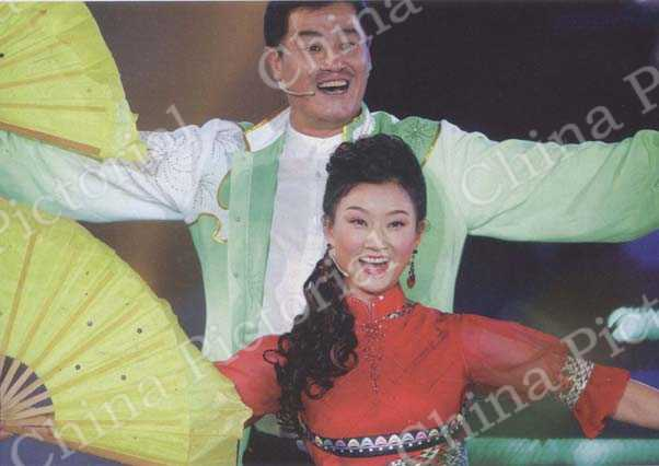 Popular Chinese actor Zhao Benshan performs errenzhuan with the noted Chinese singer Song Zuying. by Wang Jiang/CFP